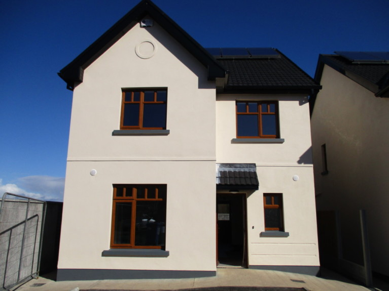9 The Crescent - Detached House